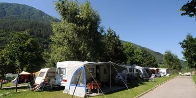 La bellezza della primavera in camping sulle Dolomiti della Val di Sole